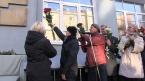 Артист Евгений Миронов открыл мемориальную доску наставницы