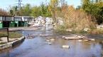 Полмесяца размывает двор на Навашина: возможна угроза провала грунта
