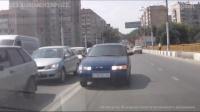 """Глаз народа: ВАЗ 2110 едет по """"встречке"""" на мосту через Глебучев овраг"""