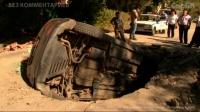 На Вишневой автомобиль целиком  провалился в яму